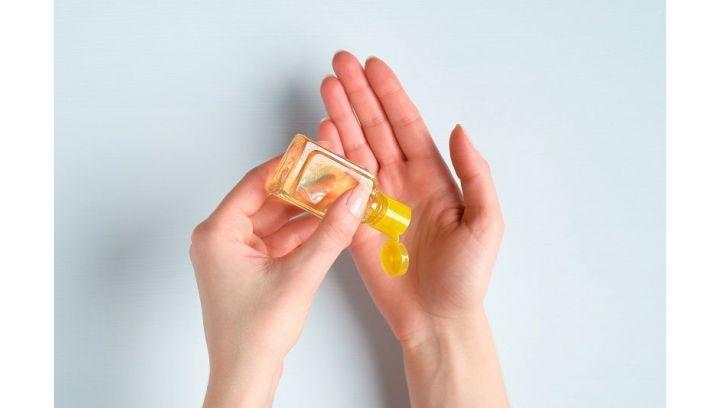 Żel antybakteryjny kontra olejki eteryczne – sprawdź jak to działa
